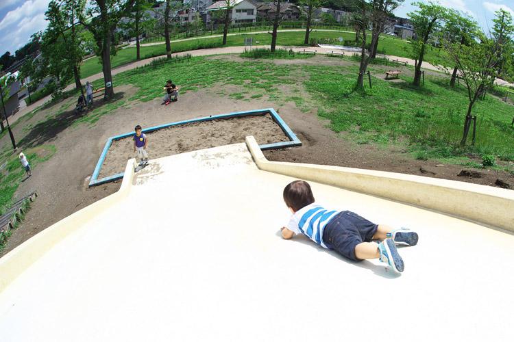 二子玉川公園の滑り台で遊ぶ叶大