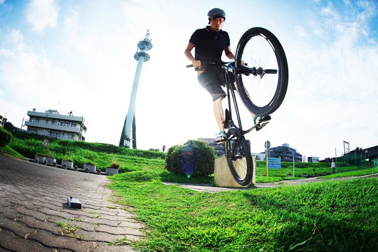 MTB マウンテンバイク SHAKA 多摩川河原サイクリングロード バニーホップ180ギャップ上り