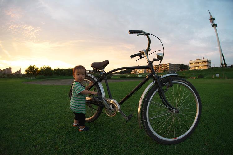 夕陽とブリヂストンの実用車が大好きな叶大