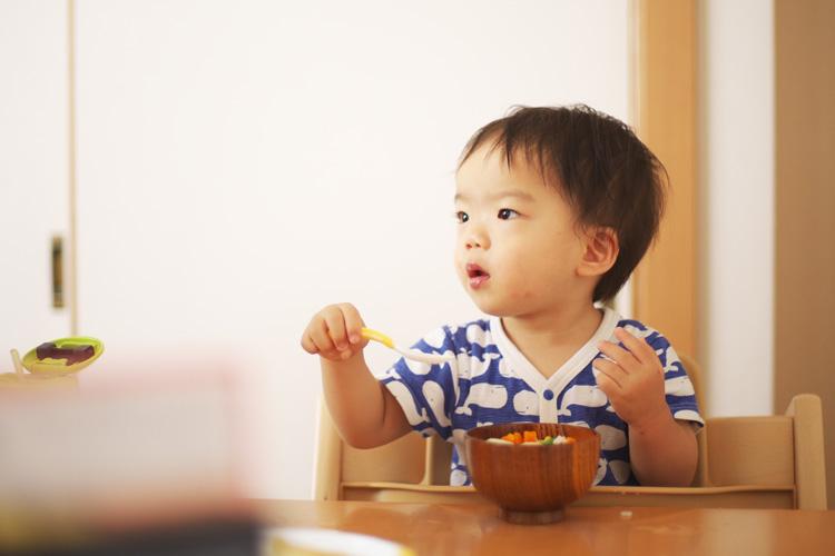 数日ぶりに会う息子 朝食を食べています