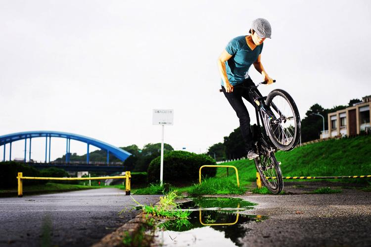 MTB マウンテンバイク SHAKA 多摩川河原サイクリングロード 水たまり超えバニーホップ180