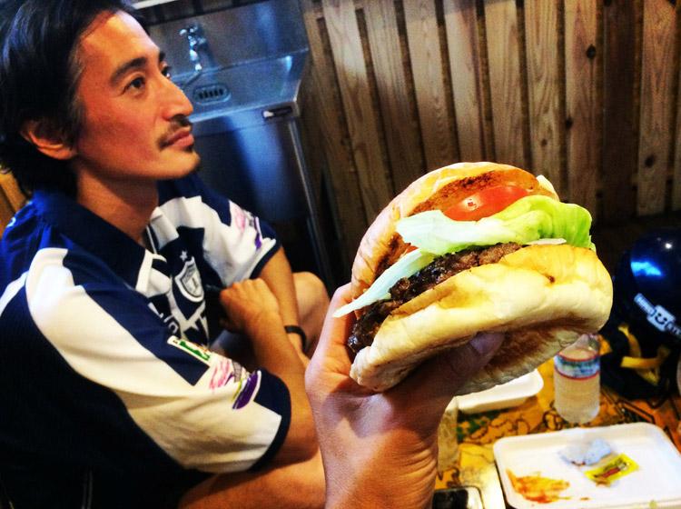 バシバーガーチャンス (BASHI BURGER CHANCE)のハンバーガーと伯爵