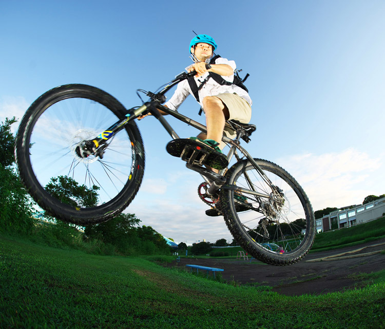 MTB マウンテンバイク YAMADORI 1st 26 盛土でジャンプ