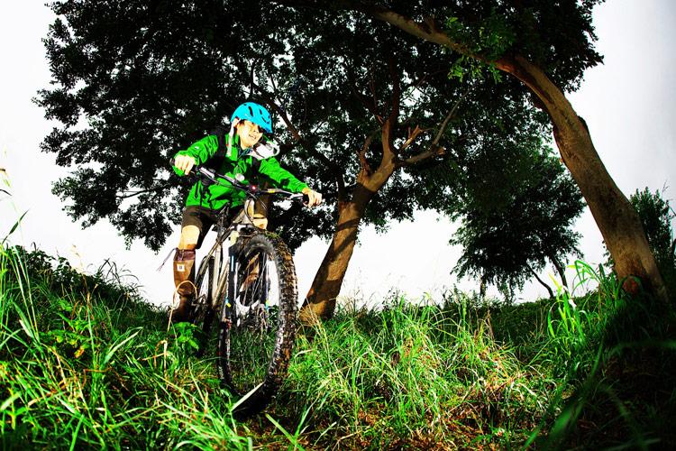 MTB マウンテンバイク YAMADORI 1st 26 多摩川河原サイクリングロード 急斜面を走り下る