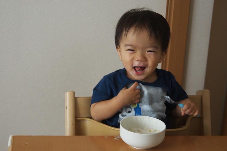 デザートを満面の笑みで食べる叶大