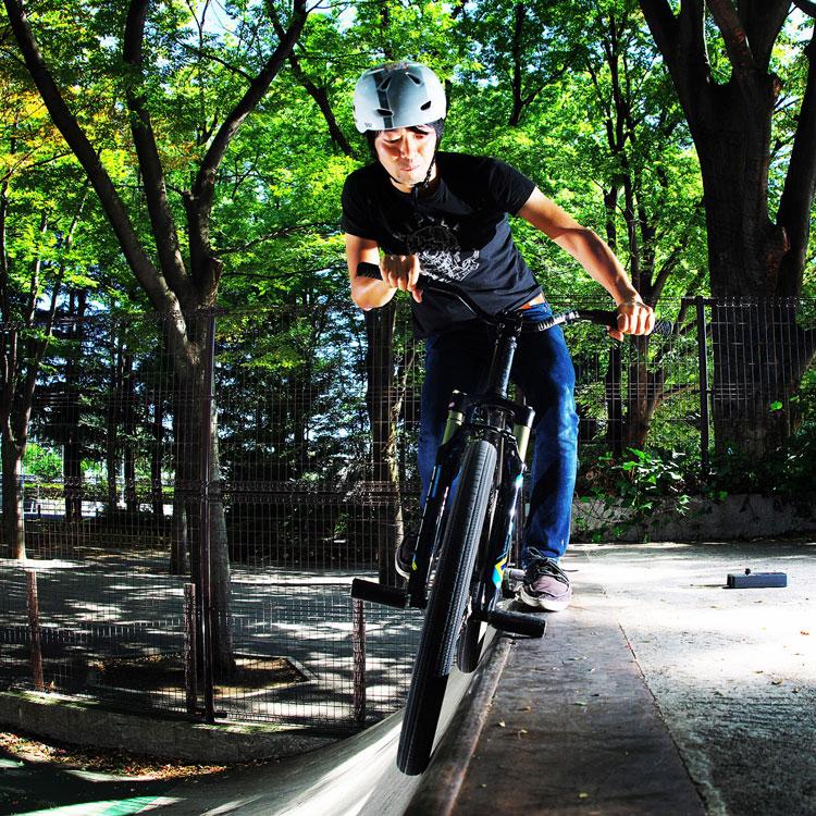 世田谷公園スケートパークでサモSHAKAでダブルペググラインド