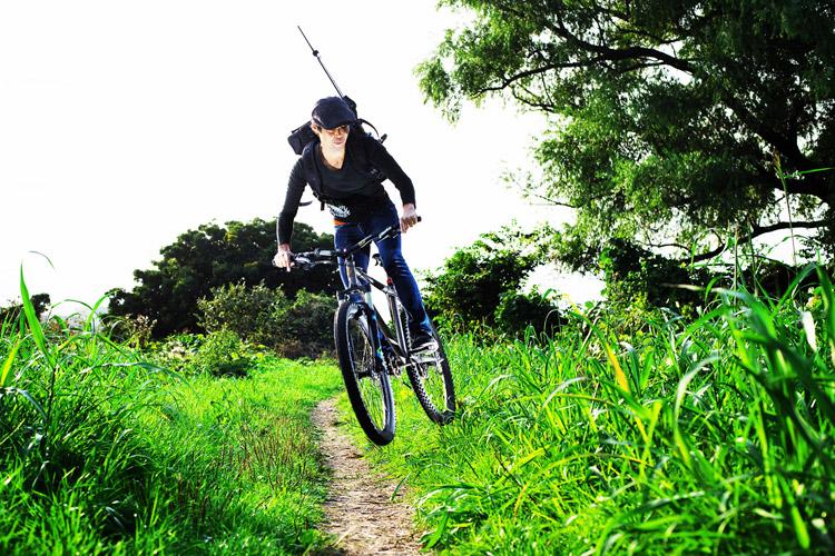 MTB マウンテンバイク YAMADORI 2nd 26 多摩川河原サイクリングロード ダートコースでバニーホップ