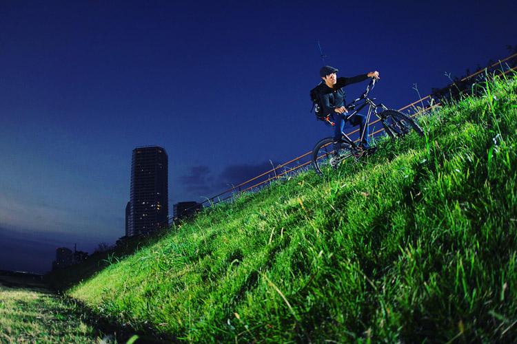 MTB マウンテンバイク YAMADORI 2nd 26 多摩川河原サイクリングロードでバンクライド