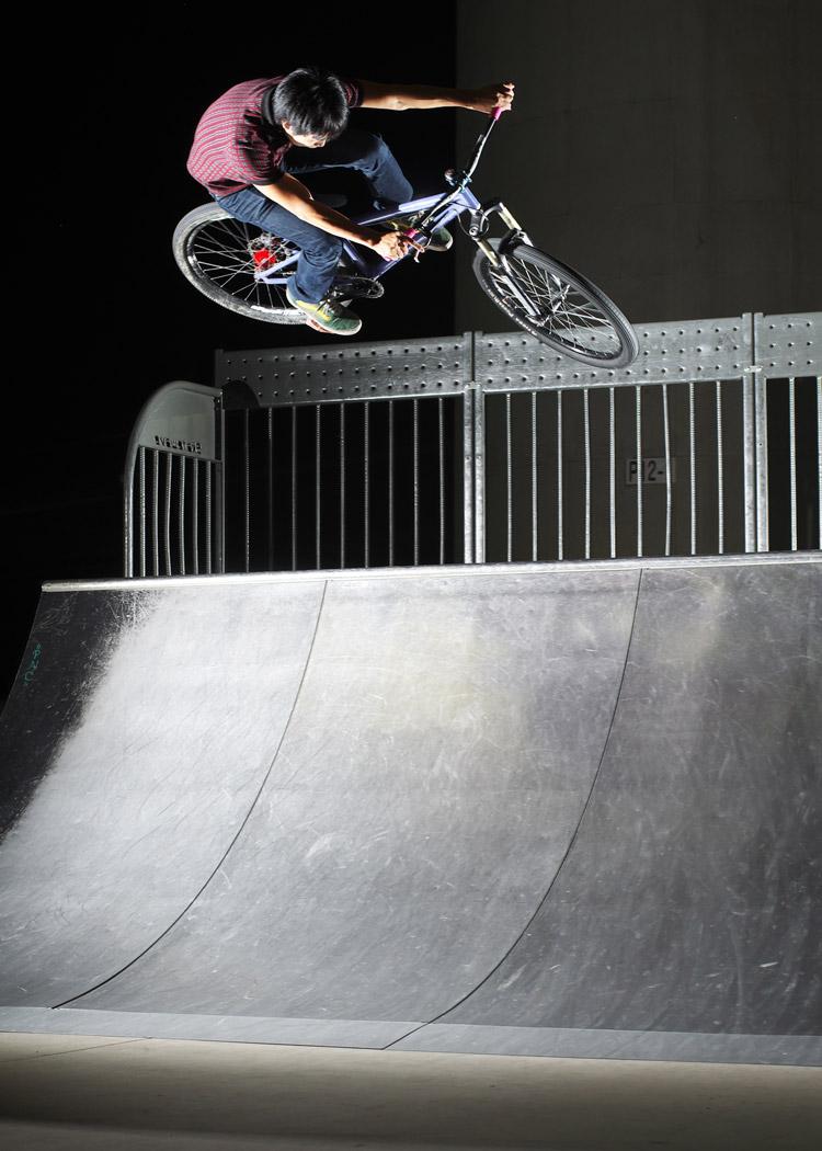 新横浜スケートパークでYIさんのエアターン