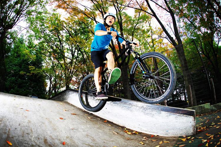 サモ世田谷公園SLスケートパークカメラ目線キャンキャンフィーブルグラインド