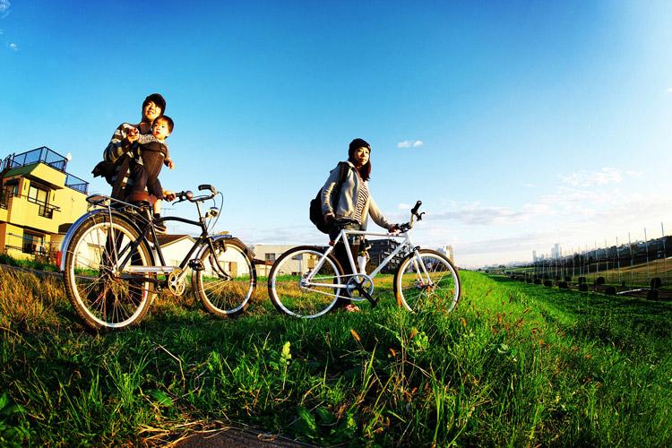 多摩川河原サイクリングロードで記念撮影