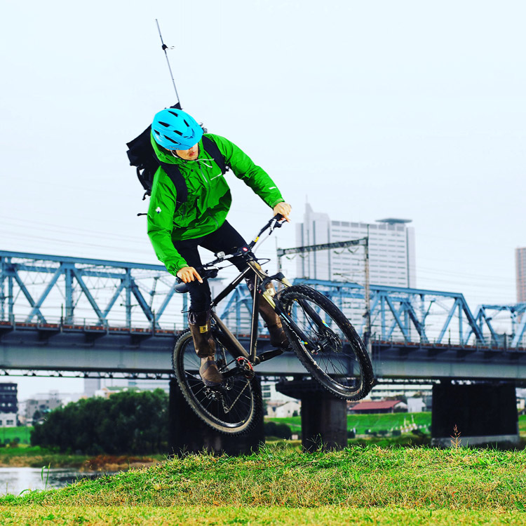 MTB マウンテンバイク YAMADORI 2nd 26 多摩川サイクリングロードで地形を利用したバニーホップ