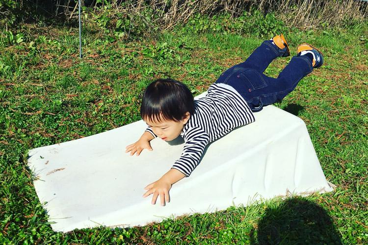 秋ヶ瀬のバイクロア5ジャンプ体験会&講習会エリアでジャンプランプで遊ぶ息子