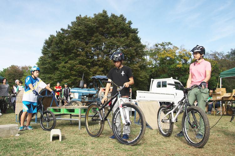 秋ヶ瀬のバイクロア5のMTB&トライアルショーでバイク紹介