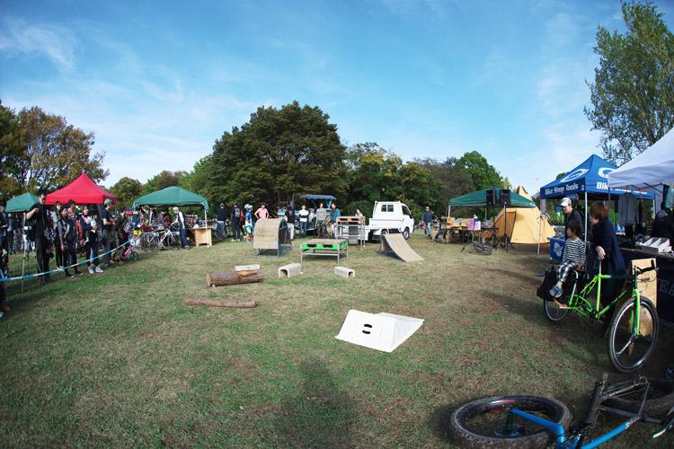 秋ヶ瀬のバイクロア5のMTB&トライアルショーの会場