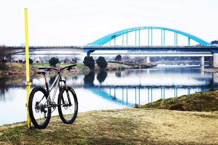 多摩川河原ダートコースとcroMOZU275
