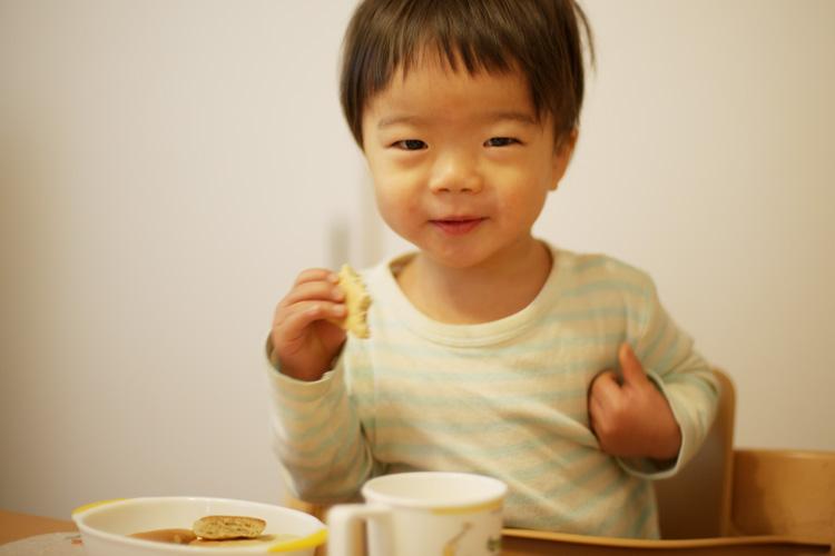 朝食を食べる叶大