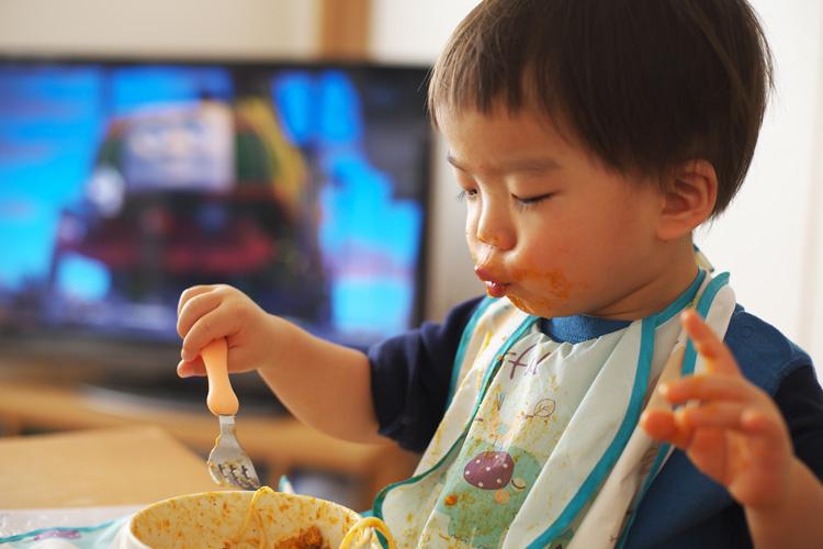 パスタを美味しそうに食べる叶大