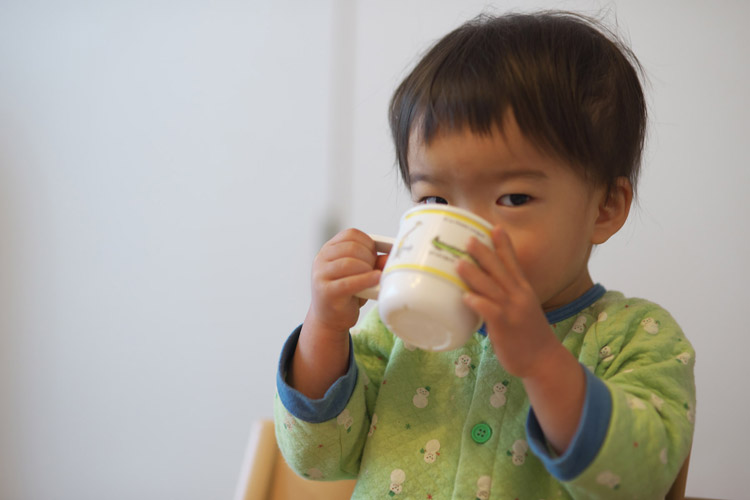 牛乳を飲む叶大