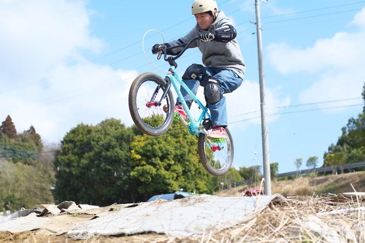 BMXライダー水野さんのジャンプ