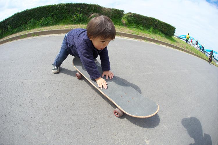 スケートボードに乗る叶大