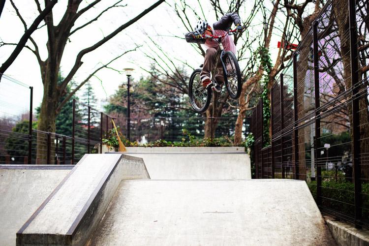 水野 世田谷公園SLスケートパーク 斜め刺しバニーホップ