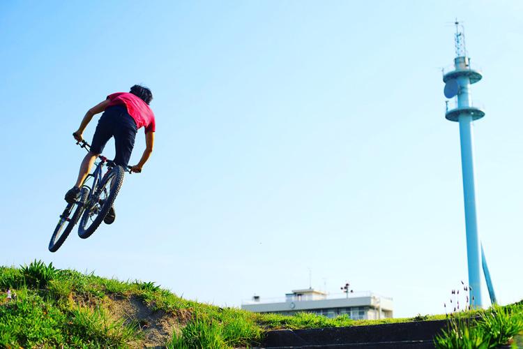 croMOZU275 2nd TEST多摩川河原サイクリングコース ヒップ気味バニーホップ