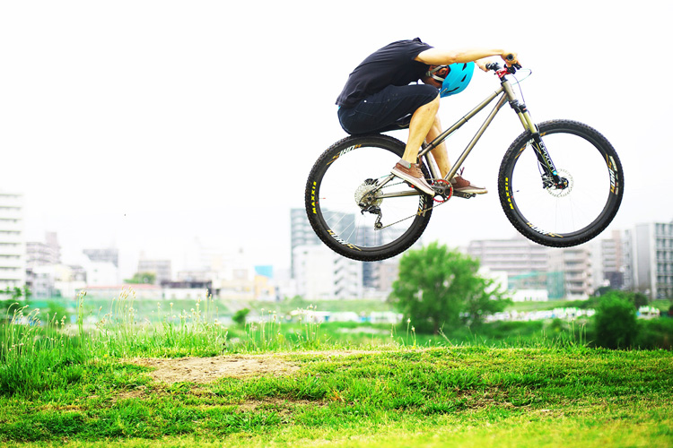 croMOZU275 2nd TEST多摩川河原サイクリングコースバンクバニーホップ