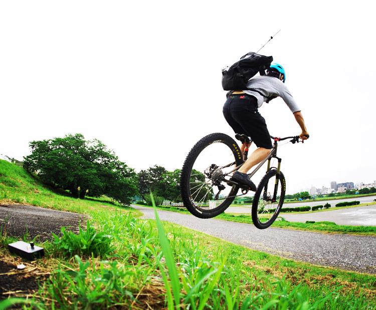 croMOZU275 2nd多摩川河原サイクリングコースで土手バニーホップドロップ