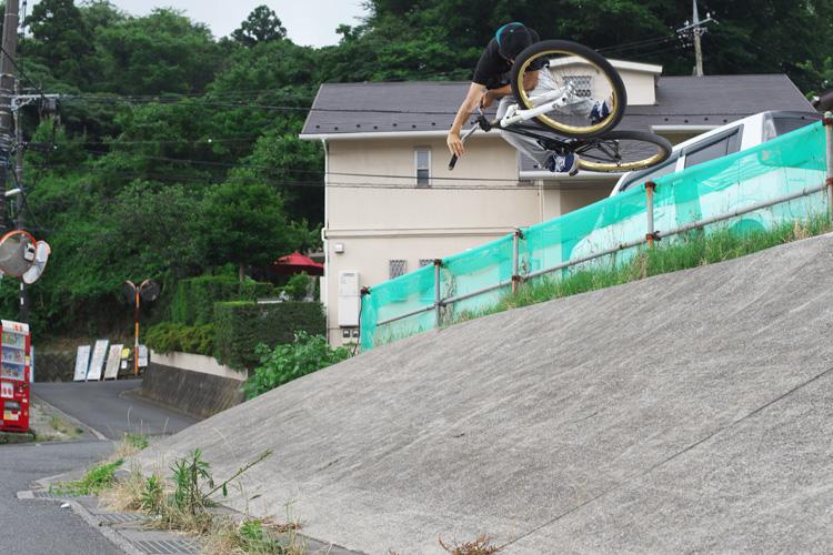 TUBAGRA Rider YAMATO君のバンクインバート