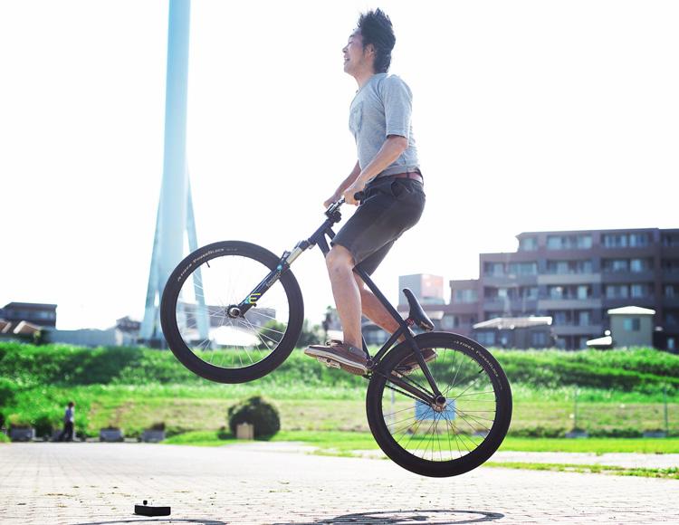 多摩川河原の公園でTUBAGRA SHAKAバイクでバニーホップ360練習