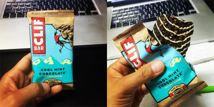 会社で栄養補助食品のクリフバーを食べました