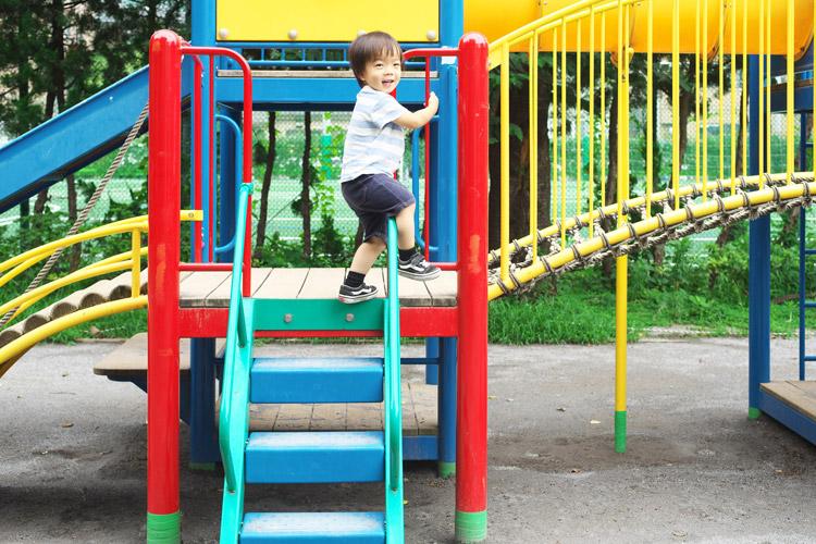近所の公園で遊ぶ叶大