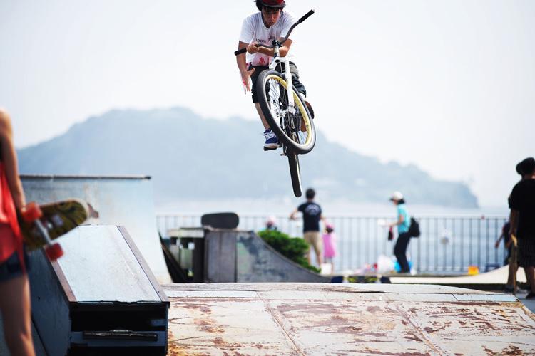 TUBAGRA Rider YAMATO君のうみかぜ公園バンクでのバニーホップバースピン