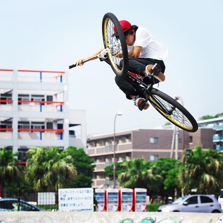 TUBAGRA Rider YAMATO君のうみかぜ公園バンクでのボウル飛び出しインバート