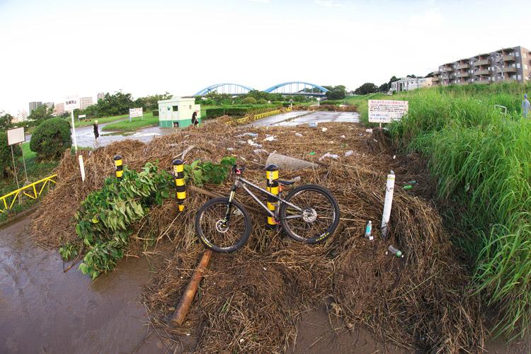 台風後の多摩川とcroMOZU275 3rd TEST