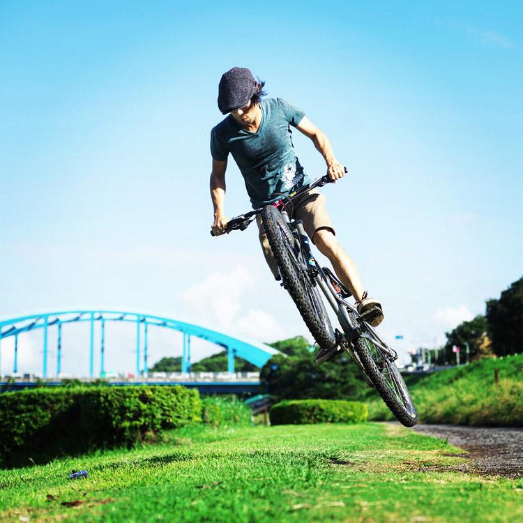 croMOZU275 3rd TEST多摩川河原サイクリングコース 草バンクでバニーホップ180