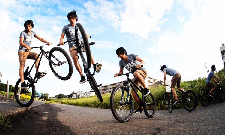 SHAKA 多摩川河原サイクリングコース バンクバニーホップ180