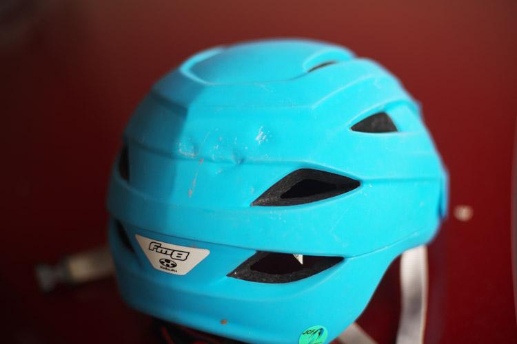 ツリーライド失敗して凹んだヘルメットOGK KABUTO FM-8