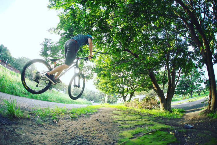 croMOZU275 3rd TEST多摩川河原サイクリングコース バンクバニーホップ180