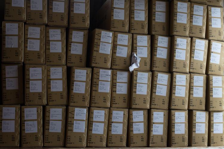 岡安製作所に保管してある大量のakaMOZUの入った箱