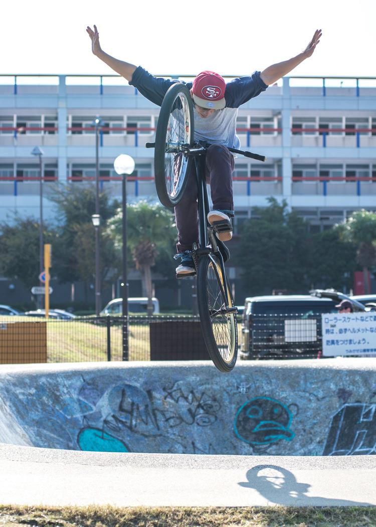 TUBAGRA Rider YAMATO君のうみかぜ公園バンクでのボウル飛び出しノーハンド