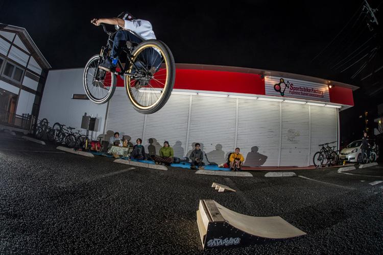 スポーツバイクファクトリーふじみ野スズキのサタジュクに参加してきました YAMATO君のバニーホップ180