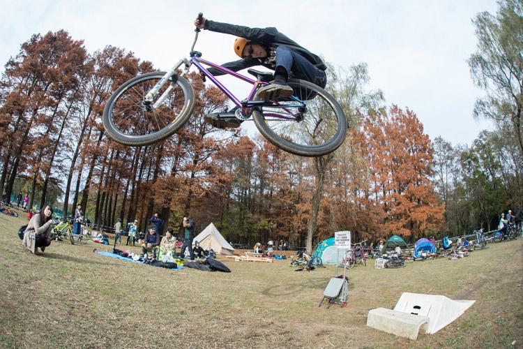 秋ヶ瀬の森バイクロア6 ジャンプ講習会 ハイエアー 刺しバニーホップ