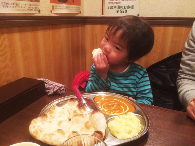 インドカレーを食べる叶大