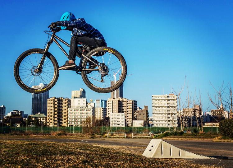 croMOZU275 3rd TEST多摩川河原サイクリングコース 携帯ジャンプランプでの斜め刺しバニーホップ練習