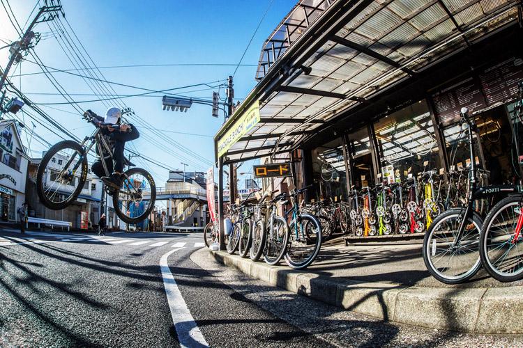神奈川県横須賀市にあるプロショップ影山輪業