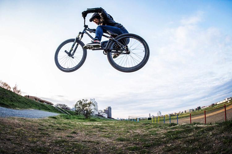 SHAKA24 多摩川河原サイクリングコース 斜め刺しバニーホップ