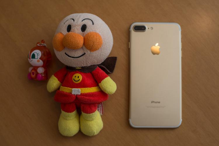 機種変したiPhone7 Plus ゴールドとアンパンマン