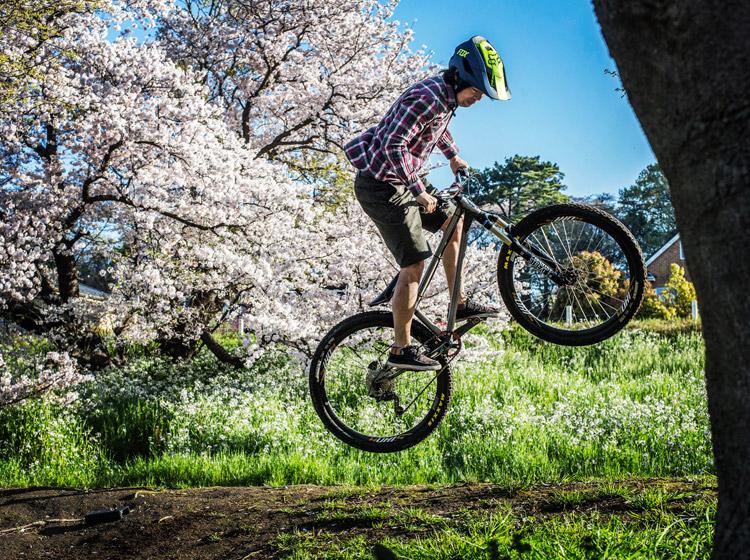 croMOZU275 3rd TEST多摩川河原サイクリングコース 桜の前でバニーホップ180